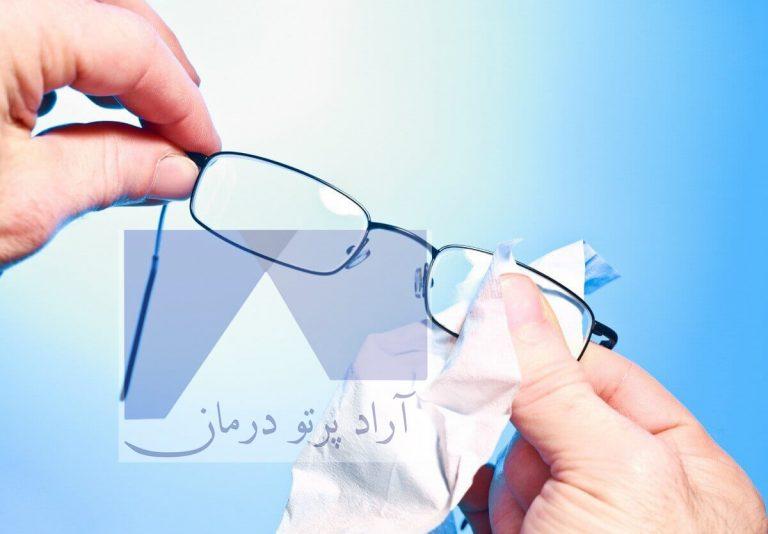 روش صحیح تمیز کردن عینک سربی